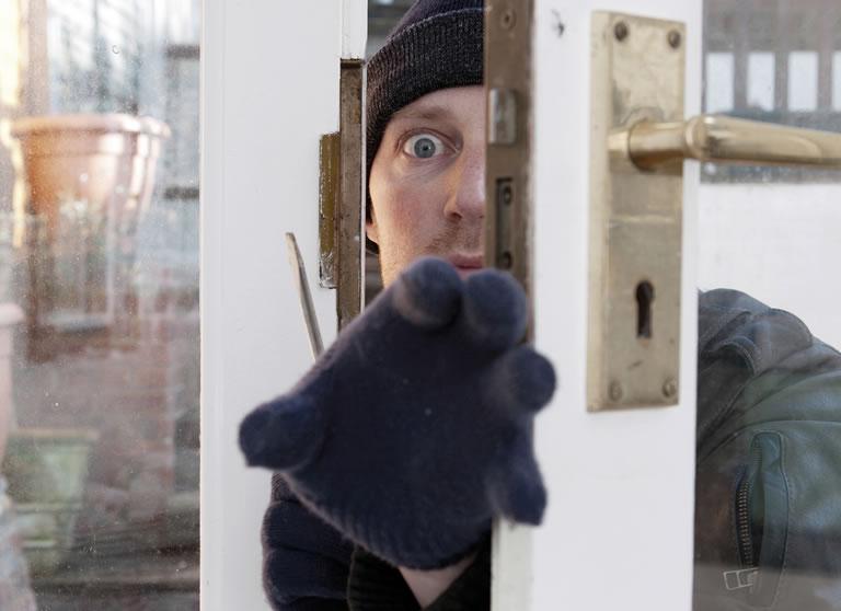 einbrecher noch im haus so verhalten sie sich richtig repairconcepts reparaturen. Black Bedroom Furniture Sets. Home Design Ideas
